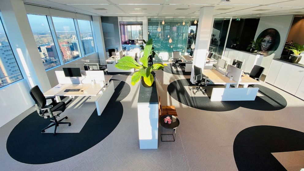 """DESIGNING THE """"SOCIALLY DISTANCED"""" OFFICE"""